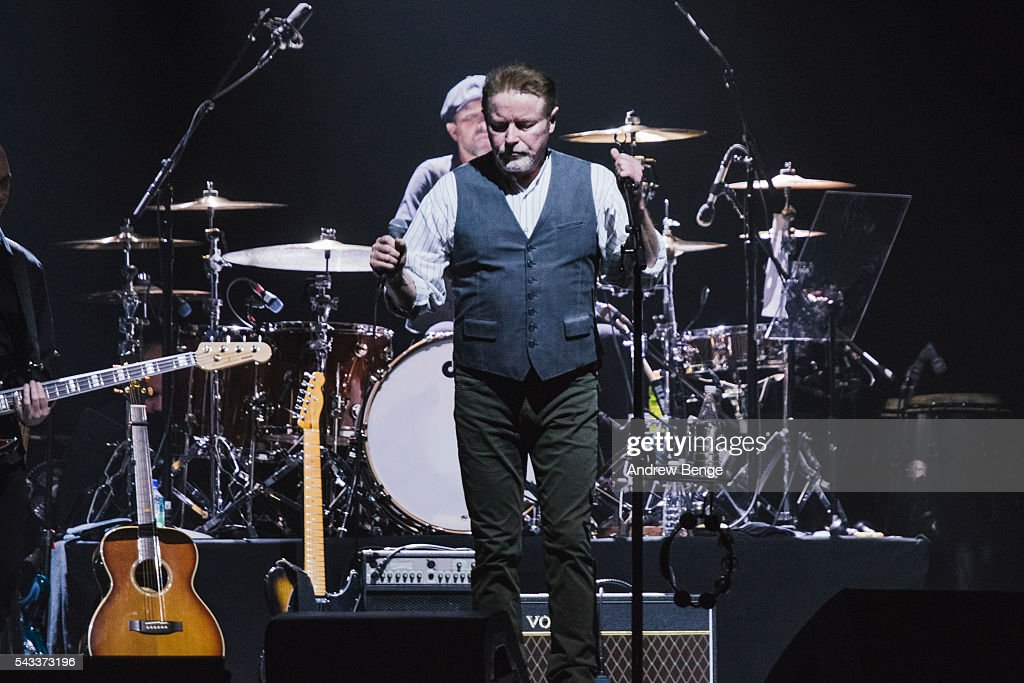 <a gi-track='captionPersonalityLinkClicked' href=/galleries/search?phrase=Don+Henley&family=editorial&specificpeople=216382 ng-click='$event.stopPropagation()'>Don Henley</a> performs on stage at Manchester Arena on June 27, 2016 in Manchester, England.