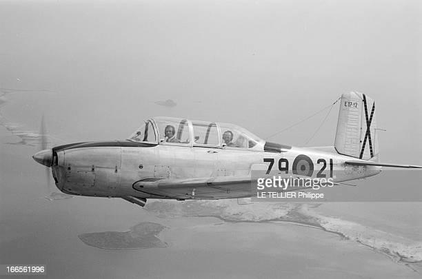 Don Juan Carlos Of Spain In The Army En Espagne dans le ciel le prince Juan CARLOS D' ESPAGNE cadet à l'école militaire d'aviation de San Javier avec...