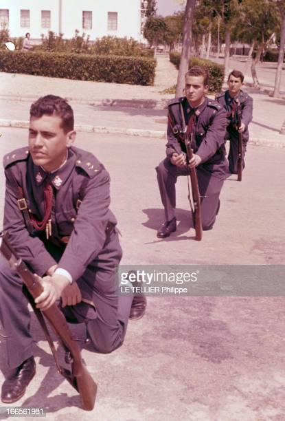 Don Juan Carlos Of Spain In The Army En Espagne Juan CARLOS d'ESPAGNE durant sa formation militaire à l'armée de l'air portant le costume militaire...