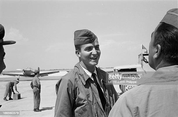 Don Juan Carlos Of Spain In The Army En Espagne à l'école militaire d'aviation de San Javier près d'Alicante le prince Juan CARLOS D' ESPAGNE en...
