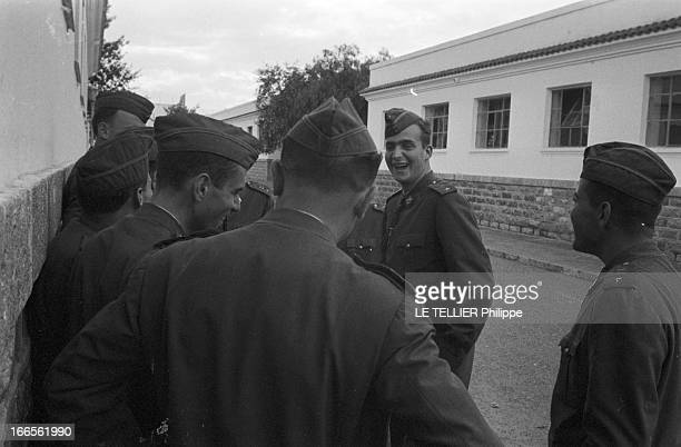 Don Juan Carlos Of Spain In The Army En Espagne à l'école militaire d'aviation de San Javier près d'Alicante en extérieur le prince Juan CARLOS D'...