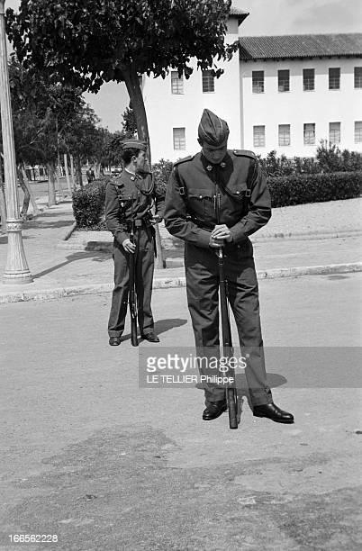Don Juan Carlos Of Spain In The Army En Espagne lors du défilé des cadets de l'école militaire d'aviation de San Javier près d'Alicante le prince...