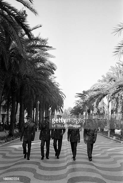 Don Juan Carlos Of Spain In The Army En Espagne sur une avenue d'Alicante le prince Juan CARLOS D' ESPAGNE en uniforme de l'école militaire...