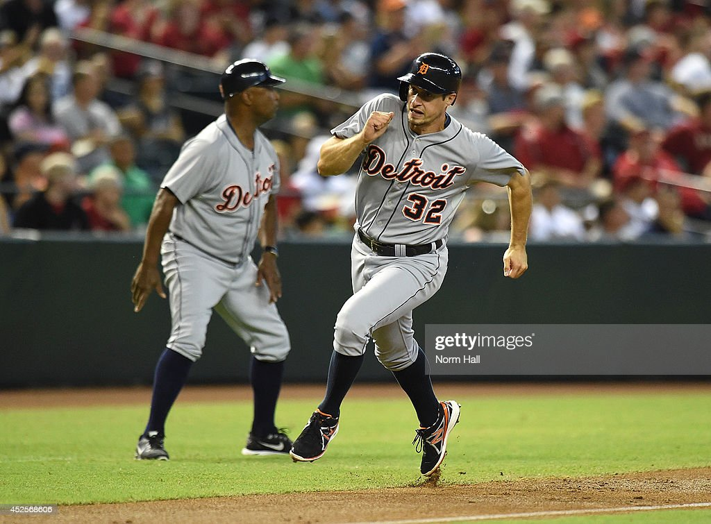 Don Kelly #32 of the Detroit Tigers rounds third base and scores during the second inning against the Arizona Diamondbacks at Chase Field on July 23, 2014 in Phoenix, Arizona.