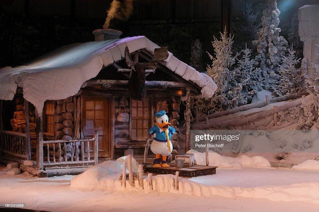 Donald Duck, 'Mickeys Winter Wonderland' Show, 'Disneyland Park ...