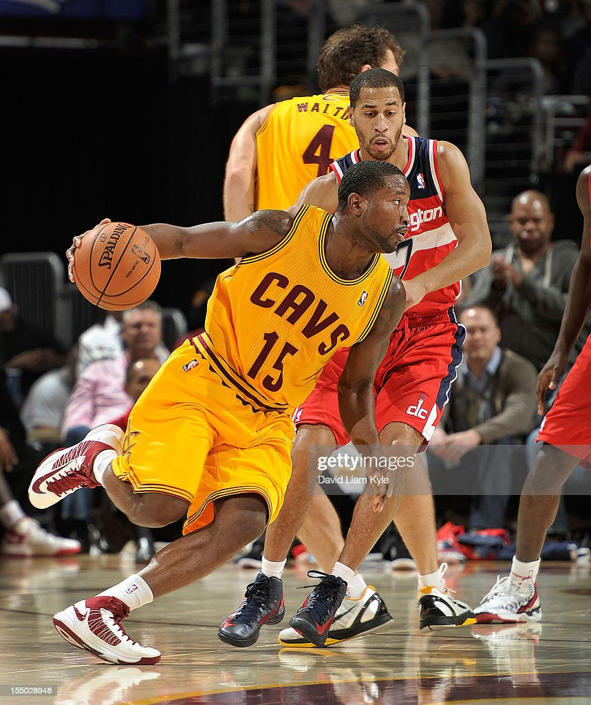 Donald Sloan #15 of the Cleveland Cavaliers drives around a pick of Jannero Pargo #7 of the Washington Wizards at The Quicken Loans Arena on October 30, 2012 in Cleveland, Ohio.