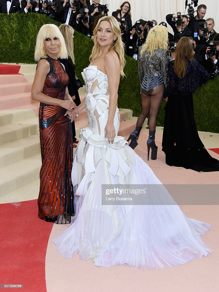 Donatella Versace and Kate Hudson attend the 'Manus x Machina: Fashion In An Age Of Technology' Costume Institute Gala at Metropolitan Museum of Art on May 2, 2016 in New York City.