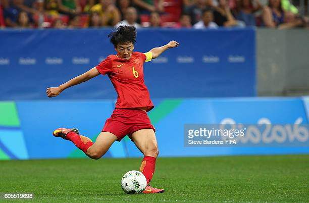 Dongna Li of China PR in action during the Women's First Round Group E match between China PR and Sweden on Day 4 of the Rio 2016 Olympic Games at...