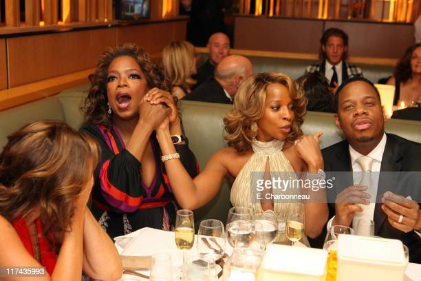 Donna Karan Oprah Winfrey Mary J Blige and Kendu Isaacs while watching Jennifer Hudson win Best Actress in a Supporting Role for 'Dreamgirls'