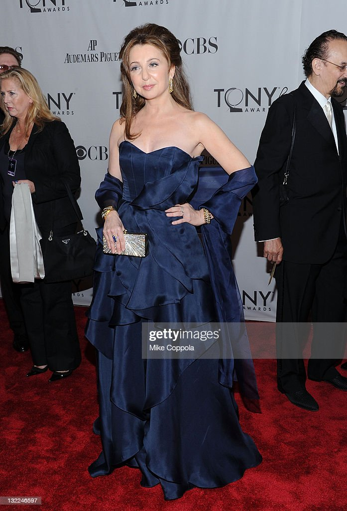 <a gi-track='captionPersonalityLinkClicked' href=/galleries/search?phrase=Donna+Murphy&family=editorial&specificpeople=210723 ng-click='$event.stopPropagation()'>Donna Murphy</a> attends the 65th Annual Tony Awards at the Beacon Theatre on June 12, 2011 in New York City.