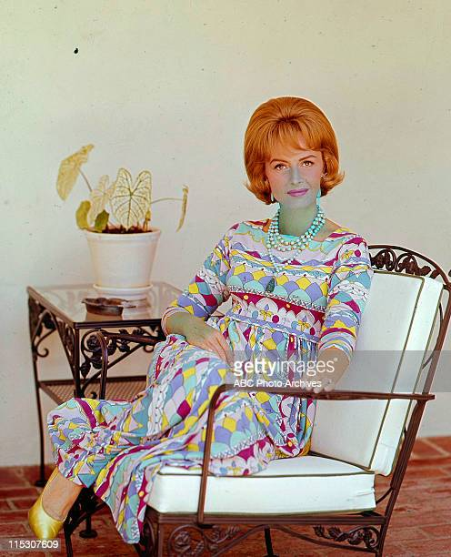 SHOW Donna Reed At Home Layout Shoot Date November 29 1964 DONNA