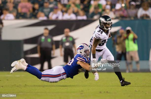 Donnel Pumphrey of the Philadelphia Eagles runs the ball against Tanner Vallejo of the Buffalo Bills in the third quarter of the preseason game at...