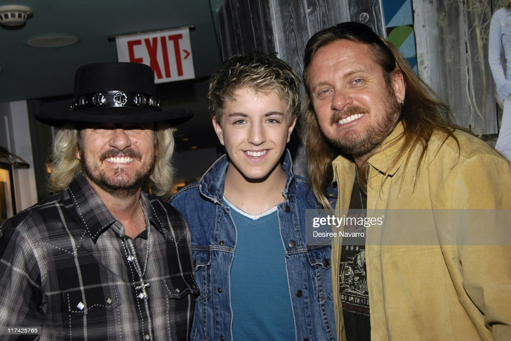 <a gi-track='captionPersonalityLinkClicked' href=/galleries/search?phrase=Donnie+Van+Zant&family=editorial&specificpeople=226742 ng-click='$event.stopPropagation()'>Donnie Van Zant</a>, Billy Gillman and <a gi-track='captionPersonalityLinkClicked' href=/galleries/search?phrase=Johnny+Van+Zant&family=editorial&specificpeople=213799 ng-click='$event.stopPropagation()'>Johnny Van Zant</a>