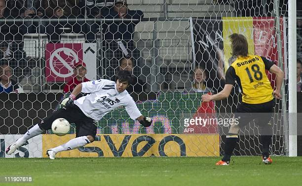Donny Gorter of NAC Breda scores a penalty past AZ Alkmaargoalie Sergio Romero during the league match AZ Alkmaar against NAC Breda in Alkmaar on...
