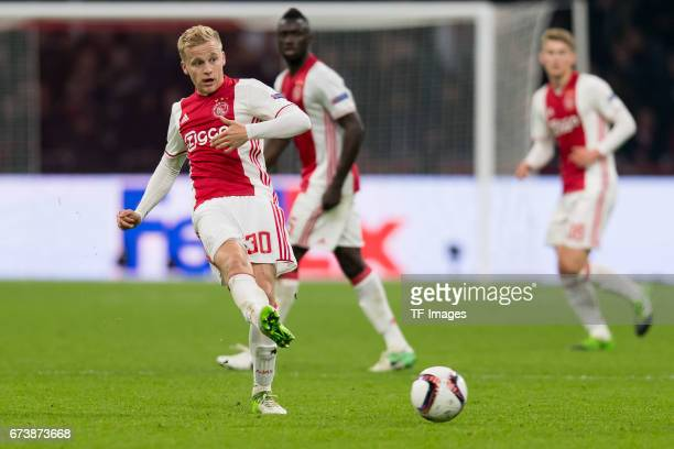 Donny van de Beek of Ajax Amsterdam controls the ball during the UEFA Europa League Quarter Final first leg match between Ajax Amsterdam and FC...