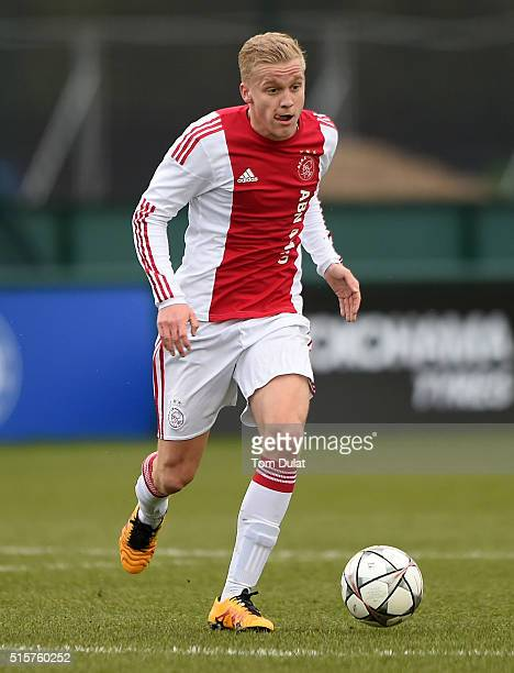 Donny van de Beek of Ajax in action during the UEFA Youth League quarter final match between Chelsea and Ajax at Chelsea Training Ground on March 15...
