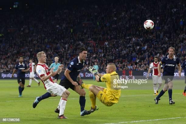 Donny van de Beek of Ajax Sander Fischer of Sparta Rotterdam Roy Kortsmit of Sparta Rotterdam during the Dutch Eredivisie match between Ajax...