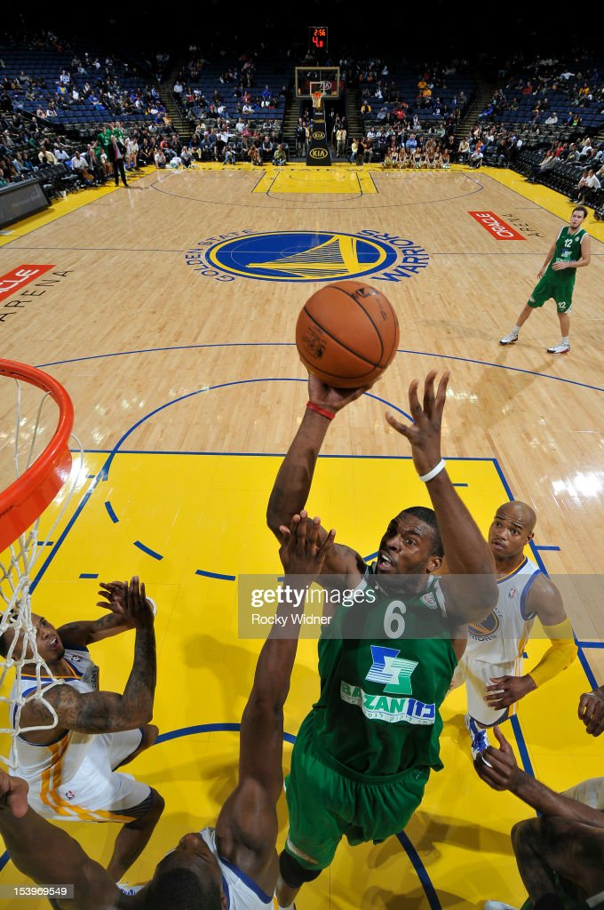 <a gi-track='captionPersonalityLinkClicked' href=/galleries/search?phrase=Donta+Smith&family=editorial&specificpeople=215371 ng-click='$event.stopPropagation()'>Donta Smith</a> #6 of the Maccabi Haifa shoots against the Golden State Warriors on October 11, 2012 at Oracle Arena in Oakland, California.
