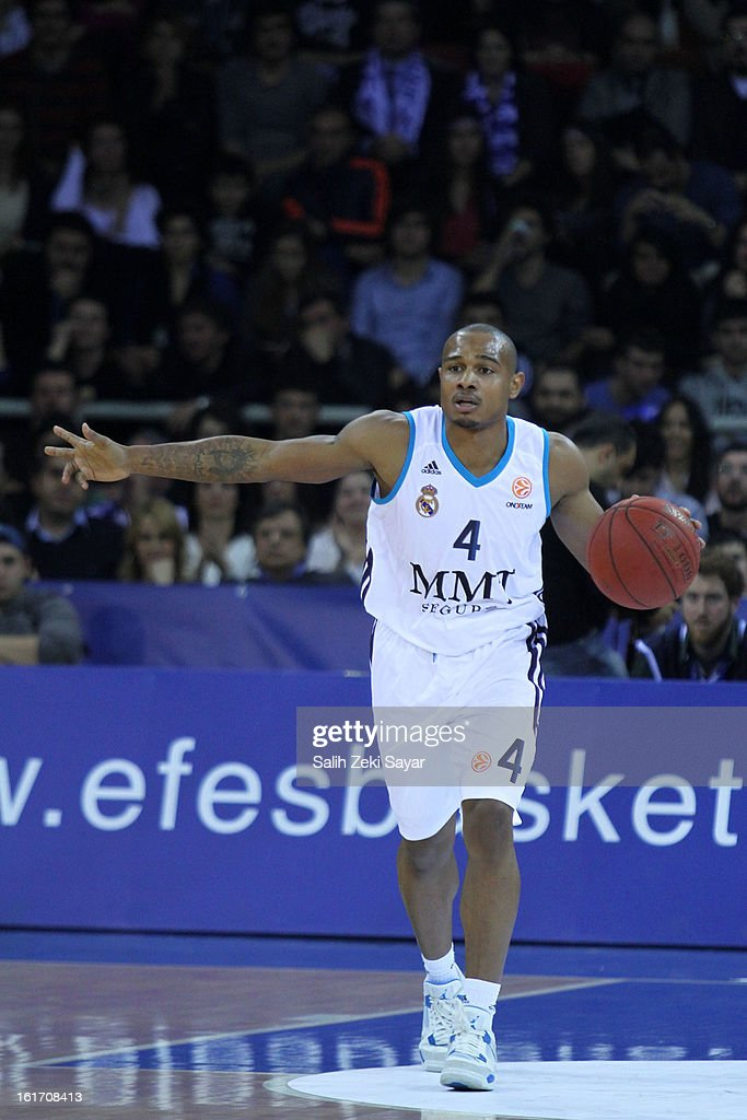 Dontaye Draper #4 of Real Madrid in action during the 2012-2013 Turkish Airlines Euroleague Top 16 Date 7 between Anadolu EFES Istanbul v Real Madrid at Abdi Ipekci Sports Arena on February 14, 2013 in Istanbul, Turkey.
