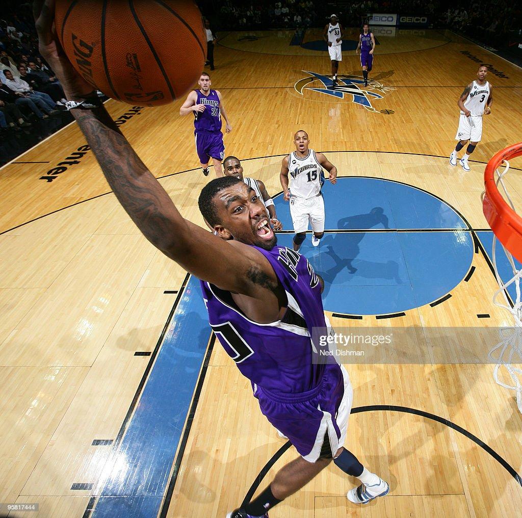 Donte Green #20 of the Sacramento Kings slam dunks against the Washington Wizards at the Verizon Center on January 16, 2010 in Washington, DC.