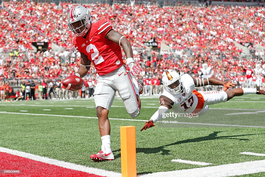 Dontre Wilson #2 of the Ohio State Buckeyes out runs Jamari Bozeman #13 of the Bowling Green Falcons to score a touchdown during the first quarter on September 3, 2016 at Ohio Stadium in Columbus, Ohio.