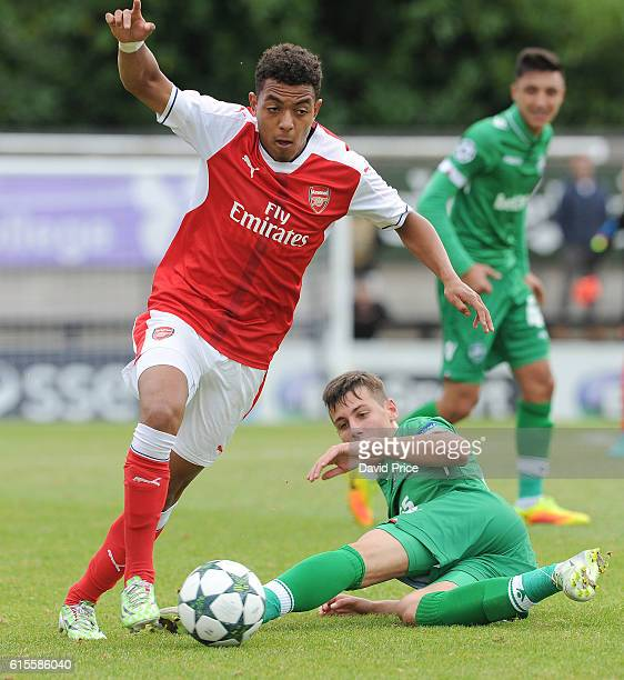 Donyell Malen of Arsenal takes on Tomas Tsvyatkov of Ludogorets during the match between Arsenal and Ludogorets Razgrad in the UEFA Youth League at...