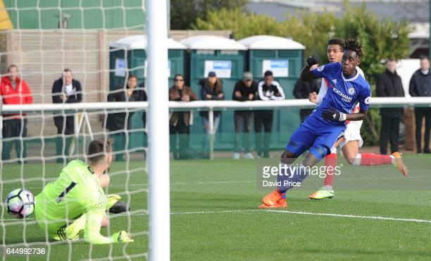 Donyell Malen scores Arsenal's 2nd goal past Jared Thompson whilst under pressure from Trevor Chalobah of Chelsea during the match between Arsenal...