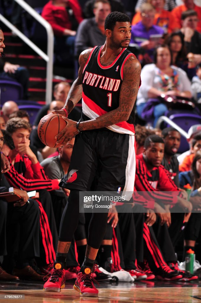 <a gi-track='captionPersonalityLinkClicked' href=/galleries/search?phrase=Dorell+Wright&family=editorial&specificpeople=211344 ng-click='$event.stopPropagation()'>Dorell Wright</a> #1 of the Portland Trail Blazers looks to pass the ball during the game against the Phoenix Suns on November 27, 2013 at U.S. Airways Center in Phoenix, Arizona.