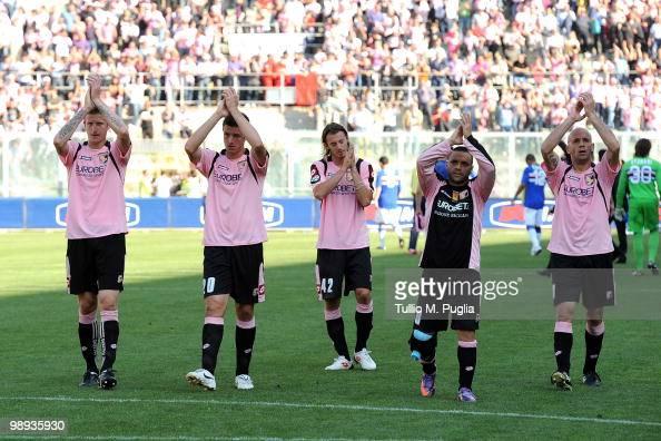 Dorin Goian Igor Budan Federico Balzaretti Fabrizio Miccoli and Giulio Migliaccio applaud the supporters after the Serie A match between US Citta di...