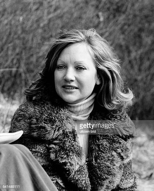 Doris Kunstmann * actress Germany portrait with fur coat 1973