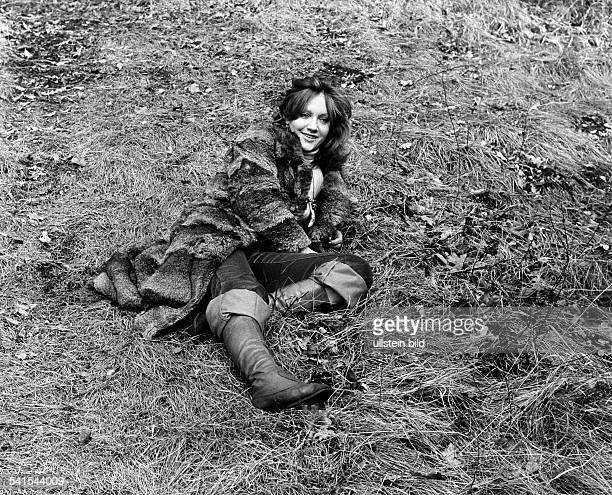 Doris Kunstmann * actress Germany sitting on the ground with fur coat 1973