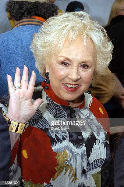 Doris Roberts from 'Everybody Loves Raymond' during 'Survivor' Winner Tom Weston and the Cast of 'Everybody Loves Raymond' Visit 'The Early Show' May...