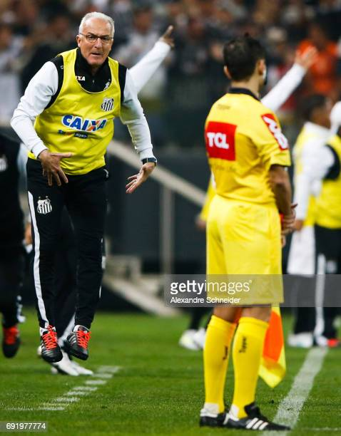 Dorival Junior head coach of Santos in action during the match between Corinthians and Santos for the Brasileirao Series A 2017 at Arena Corinthians...