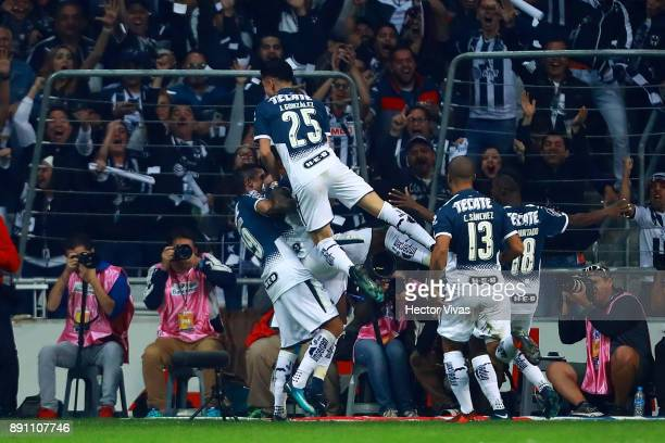 Dorlan Pabon of Monterrey celebrates with teammates after scoring the first goal of his team during the second leg of the Torneo Apertura 2017 Liga...