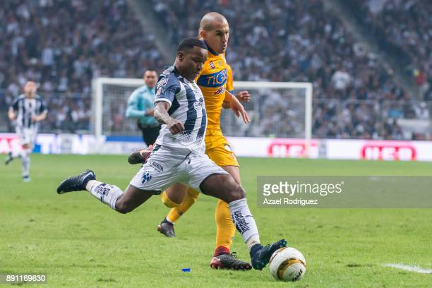 Dorlan Pabon of Monterrey fights for the ball with Jorge Torres of Tigres during the second leg of the Torneo Apertura 2017 Liga MX final between...