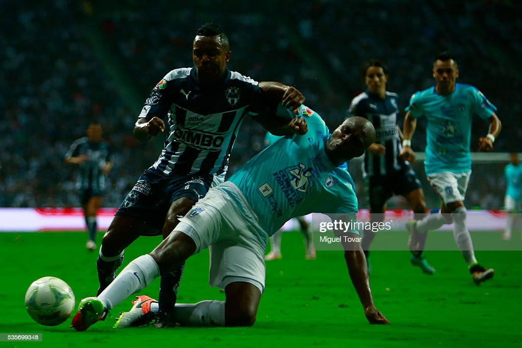 Dorlan Pab—on of Monterrey is fouled by <a gi-track='captionPersonalityLinkClicked' href=/galleries/search?phrase=Aquivaldo+Mosquera&family=editorial&specificpeople=624234 ng-click='$event.stopPropagation()'>Aquivaldo Mosquera</a> of Pachuca during the Final second leg match between Monterrey and Pachuca as part of the Clausura 2016 Liga MX at BBVA Bancomer Stadium on May 29, 2016 in Monterrey, Mexico.