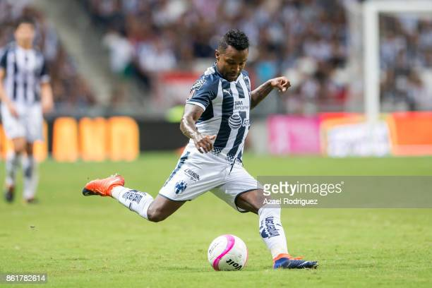 Dorlan Pabon of Monterrey kicks the ball during the 13th round match between Monterrey and Pachuca as part of the Torneo Apertura 2017 Liga MX at...