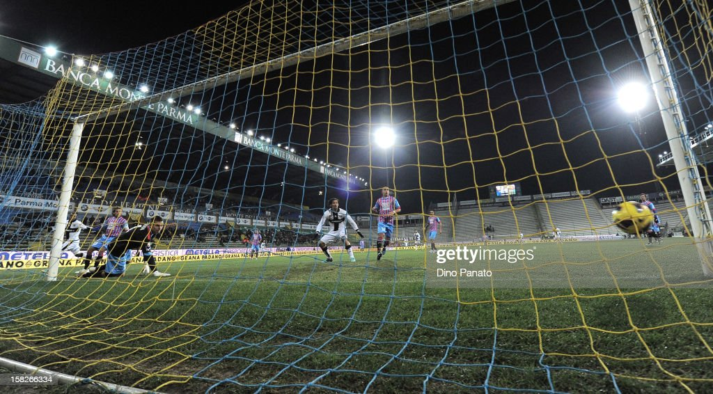 Dorlan Pabon of Parma FC scores his opening goal during the TIM Cup match between Parma FC and Catania Calcio at Stadio Ennio Tardini on December 12, 2012 in Parma, Italy.