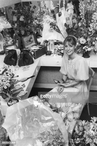 Dorothée dans sa loge à l'Olympia lors de la présentation de son spectacle 'Dorothée au pays des chansons' le 13 avril 1981 France