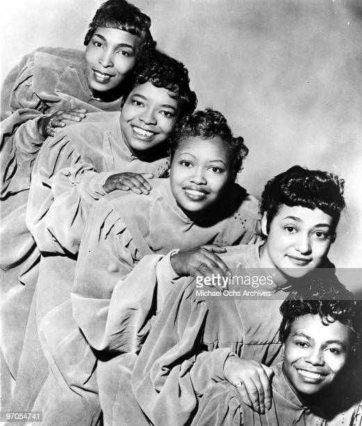 Dorothy Norwood Johnnie Erin Davis aka Johneron Davis Sarah McKissick Albertina Walker and Inez Andrews of the gospel group 'The Caravans' pose for a...
