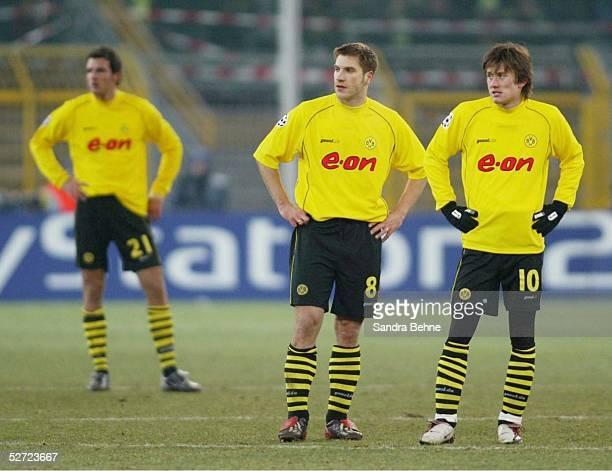 Dortmund BORUSSIA DORTMUND AC MAILAND 01 Enttaeuschte Dortmunder Christoph METZELDER Torsten FRINGS und Tomas ROSICKY