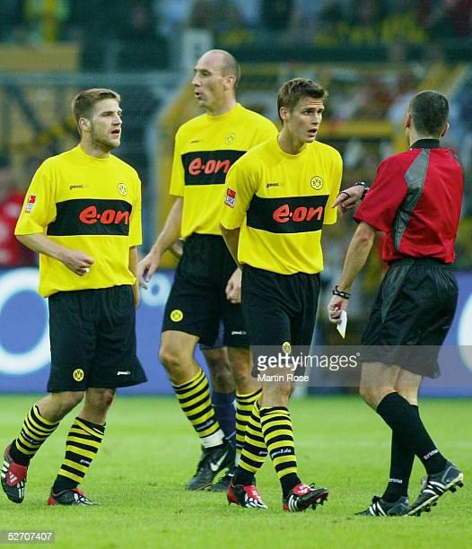1 BUNDESLIGA 02/03 Dortmund BORUSSIA DORTMUND HERTHA BSC BERLIN 22 Torsten FRINGS Jan KOLLER und Sebastian KEHL/Dortmund diskutieren mit...