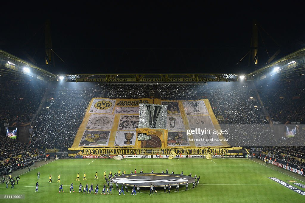 Dortmund fans welcome their team prior to the UEFA Europa League round of 32 first leg match between Borussia Dortmund and FC Porto at Signal Iduna...