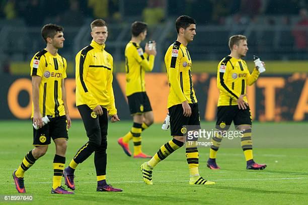 Dortmund Germany 1Bundesliga 7 Spieltag BV Borussia Dortmund Hertha BSC Berlin 11 die Mannschaft vom BVB nach dem 11 Christian Pulisic Dzenis Burnic...