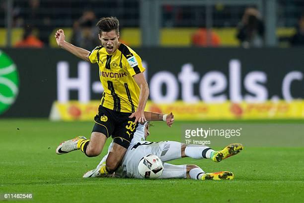 Dortmund Germany 1Bundesliga 5 Spieltag BV Borussia Dortmund SC Freiburg 31 Julian Weigl gegen Maximilian Philipp