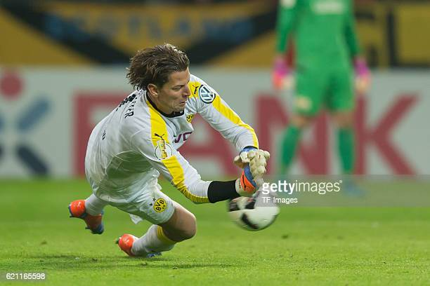 Dortmund Germany DFBPokal 2 Runde BV Borussia Dortmund 1FC Union Berlin Torwart Roman Weidenfeller haelt einen elfmeter