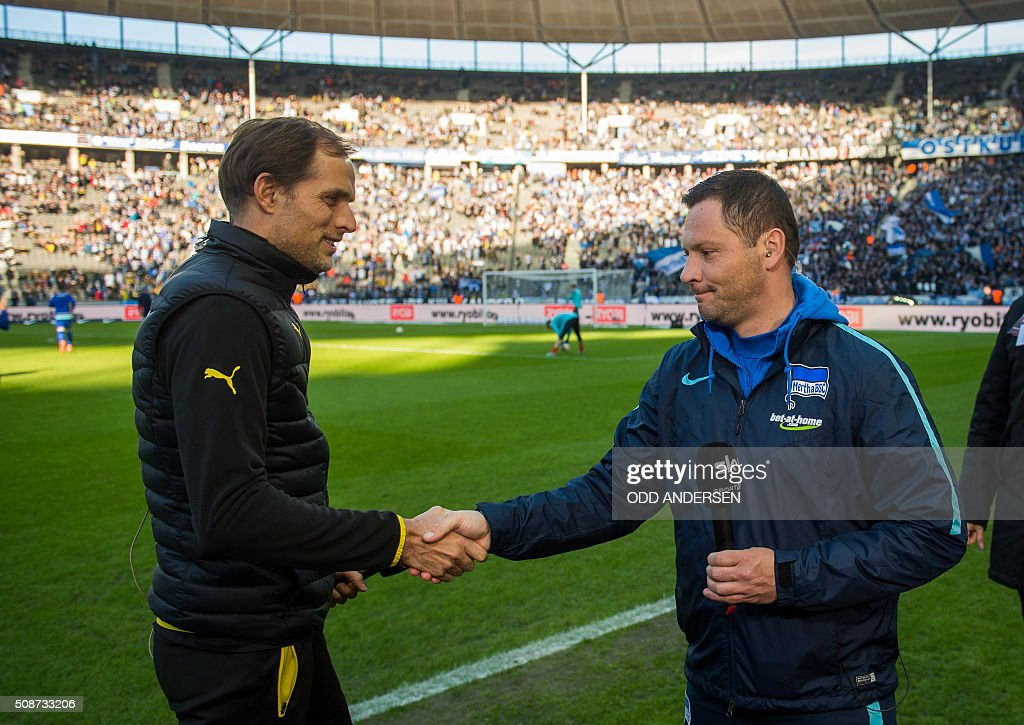 Dortmund head coach Thomas Tuchel (L) shakes hands with Hertha Berlin's Hungarian head coach Pal Dardai prior to the German first division Bundesliga football match Berlin vs Dortmund at the Olympic stadium in Berlin on February 6, 2016. / AFP / ODD ANDERSEN /