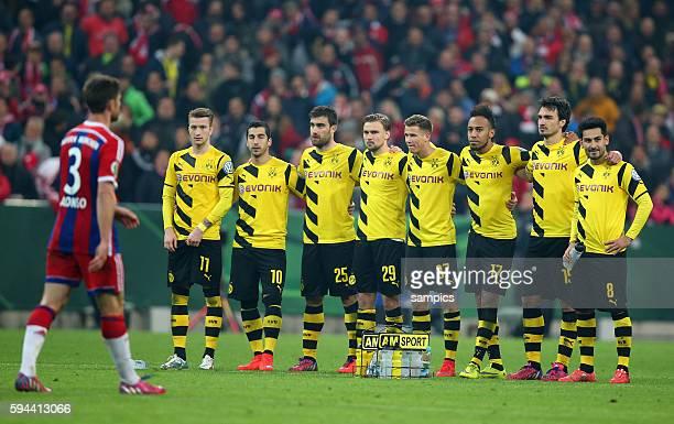 BVB Dortmund Spieler beim Elfmeter Schiessen Fussball DFB Pokal Halbfinale FC Bayern München BVB Borussia Dortmund