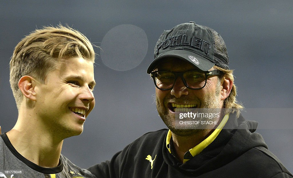Dortmund's Australian goalkeeper Mitchell Langerak (L) and Dortmund's headcoach Juergen Klopp share a laugh after the second round football match of the German Cup (DFB - Pokal) TSV 1860 Munich vs Borussia Dortmund on September 24, 2013 in Munich, southern Germany. STACHE