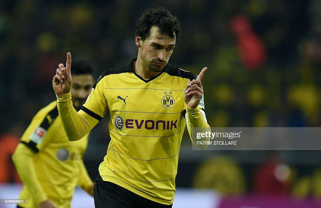 Dortmund's defender Mats Hummels reacts during the German first division Bundesliga football match of Borussia Dortmund vs Hannover 96 in Dortmund, western Germany, on February 13, 2016. / AFP / PATRIK STOLLARZ /